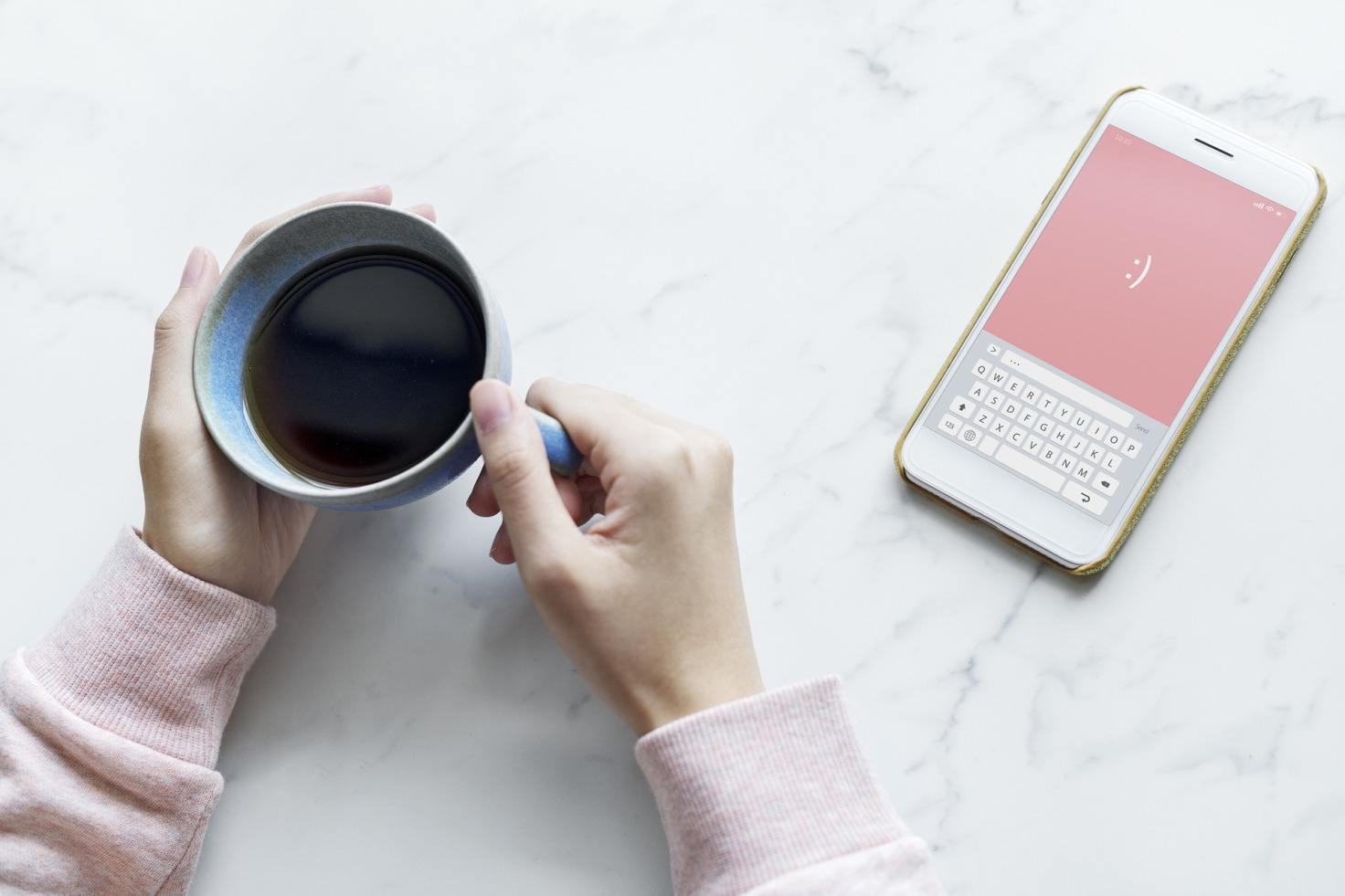 Les mises à jour Atolia en Janvier 2019 tasse café smartphone blanc